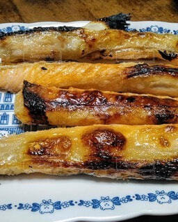 皿の上の食べ物  鮭ハラスの写真・画像素材[3759145]