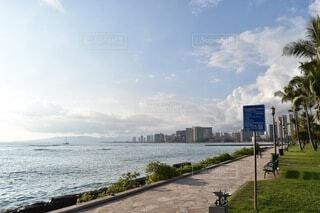 ワイキキの海岸の歩道の写真・画像素材[3822561]