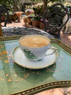 カフェ,コーヒー,ガーデニング,リラックス,食器,カップ,おうちカフェ,おうち,ライフスタイル,お庭,コーヒー カップ,おうち時間,受け皿