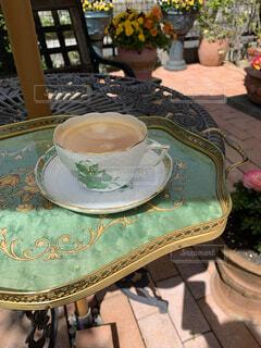 カフェ,ガーデニング,テーブル,リラックス,おうちカフェ,ドリンク,おうち,ライフスタイル,お庭,コーヒー カップ,おうち時間