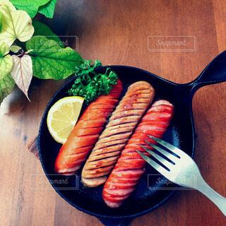 食べ物,おうちごはん,緑,料理,おいしい,スキレット,ソーセージ,おつまみ,バル,レシピ,ファストフード,ビールのお供,プチ贅沢