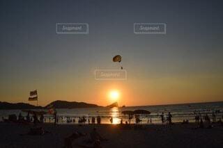 ビーチの夕焼けの写真・画像素材[3751708]