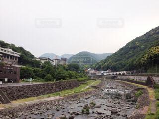 温泉街の駅前風景の写真・画像素材[4765459]