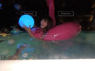 スイミング プールの女の子の写真・画像素材[713187]