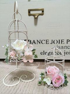 テーブルの上の花の花瓶 - No.814409
