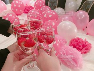 テーブルの上のピンクの花のグループ - No.843757