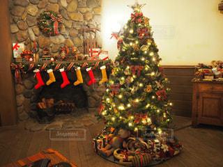 部屋のクリスマス ツリーの写真・画像素材[914888]