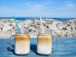 ビーチの水のカップの写真・画像素材[928113]