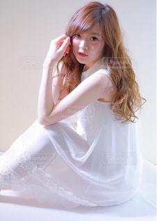 白いドレスを着た女性 - No.1019855