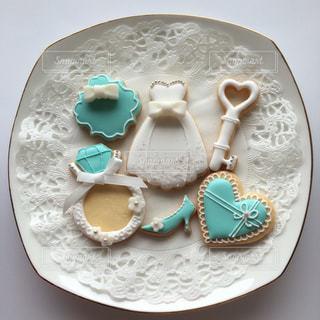 皿の上のチョコレート ケーキの写真・画像素材[1037180]