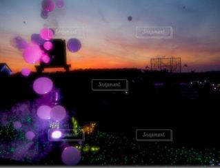 夕暮れ時の都市の景色の写真・画像素材[1276301]