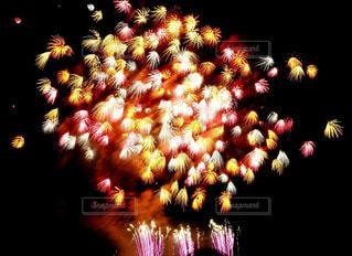 空に花火の写真・画像素材[1315387]