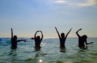 水の人々 のグループの写真・画像素材[1322465]