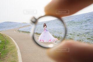 近くの手のアップの写真・画像素材[1371323]