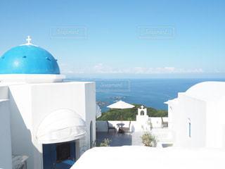 青と白の傘の写真・画像素材[1429122]