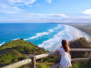 女性,海,空,青空,後ろ姿,景色,旅行,フォトジェニック,インスタ映え