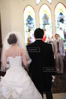 後ろ姿,結婚式,花嫁,ドレス,夫婦,ヴァージンロード