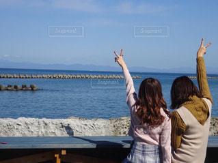 女性,カフェ,海,空,青空,後ろ姿,景色,友達,フォトジェニック,インスタ映え