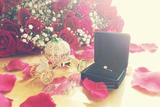 テーブルの上の花のクローズアップの写真・画像素材[2994505]