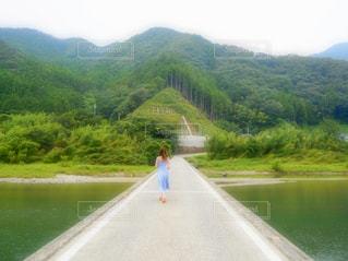 山道の側面の眺めの写真・画像素材[3141624]