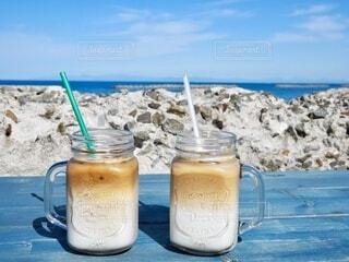 ビーチで水を一杯飲むの写真・画像素材[4581787]