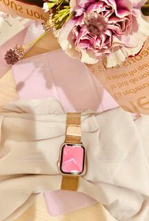 時計と花の写真・画像素材[3803270]