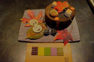 テーブルの上の本 - No.893803