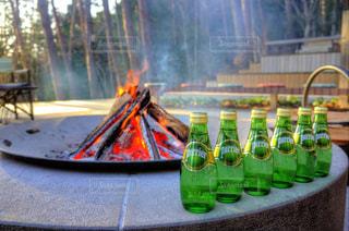 テーブルの上の水のボトル - No.920189
