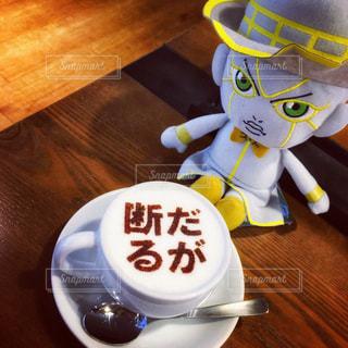 木製テーブルの上のコーヒー カップ - No.929827