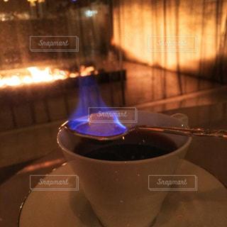 テーブルの上のコーヒー カップ - No.929831