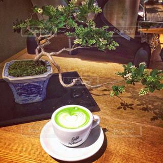 テーブルの上のコーヒー カップの写真・画像素材[929837]