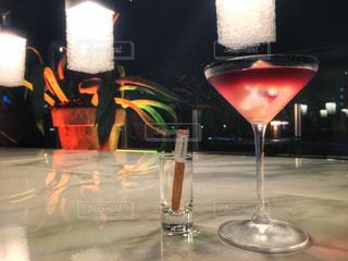 テーブル ワインのグラスの写真・画像素材[929982]
