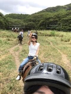ハワイで乗馬の写真・画像素材[3825793]