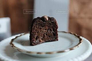 皿の上の茶色のお菓子の写真・画像素材[4069579]
