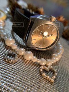 プレゼントでもらった腕時計の写真・画像素材[3789351]