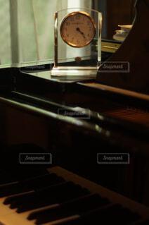 ピアノと時計の写真・画像素材[4397458]