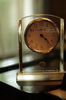 ピアノの部屋の時計の写真・画像素材[4397459]