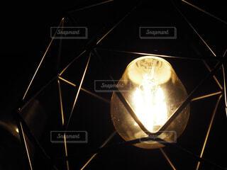 エジソン電球のペンダントライトの写真・画像素材[4615613]