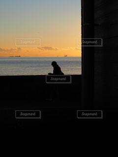 夕暮れ海岸の写真・画像素材[4652893]