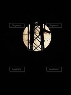 自然,風景,空,建物,屋外,暗い,鉄塔,光,タワー,電線,月,デザイン,満月,まんまる,シンボル,マーク,月光,中秋,中秋の名月,コラボ,夜散歩,8年ぶり