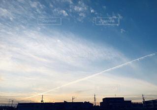 飛行機雲。の写真・画像素材[3784354]