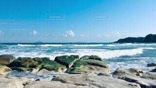 自然,風景,海,空,屋外,緑,白,ビーチ,雲,青空,青,水,波,水面,海岸,飛ぶ,山,コケ,苔,岩,音,外,大きい,癒し,旅行,旅,グレー,飛沫,石,波乗り,イメージ,南伊豆,休暇,ウェーブ,ゴツゴツ,対岸,動画,しぶき,流れる,強風,跳ねる,トリップ,ぶつかる,ムービー,かかる