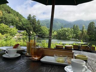 近隣湖でカフェの写真・画像素材[3784169]