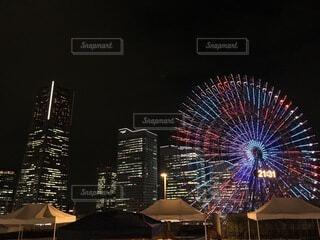 とある横浜の建物屋上から見えたブルー・ライト・ヨコハマの写真・画像素材[3790630]