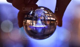 大阪,手,気球,玉ボケ,グランフロント,熱気球,球,クリスマスイルミネーション,グランフロント大阪,クリスマス ツリー,レンズボール,Grand Wish Christmas 2020,レンズボールの中の世界,屋内イルミネーション