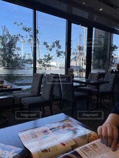 たまに行くカフェでゆっくり過ごすの写真・画像素材[3960562]