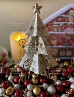 素敵なブリキのクリスマスツリーの写真・画像素材[3981478]