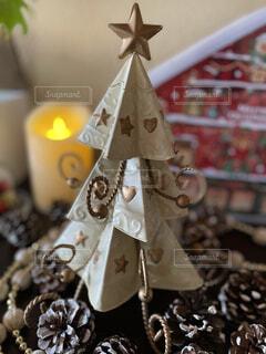 可愛いくて気に入っているブリキ製クリスマスツリーの写真・画像素材[3981540]