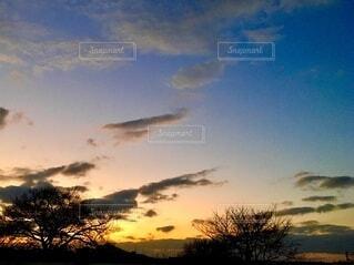 夕暮れのグラデーションの空の写真・画像素材[4097098]