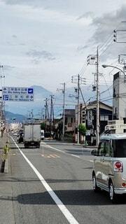 道行く先に富士山が見える光景の写真・画像素材[3798446]